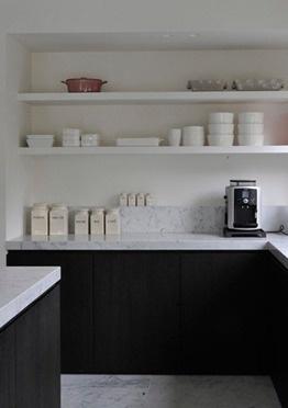 Dark wood + Carrara marble kitchen by Swyzen Bastijns.