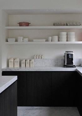Dark wood + Carrara marble kitchen by Swyzen Bastijns.