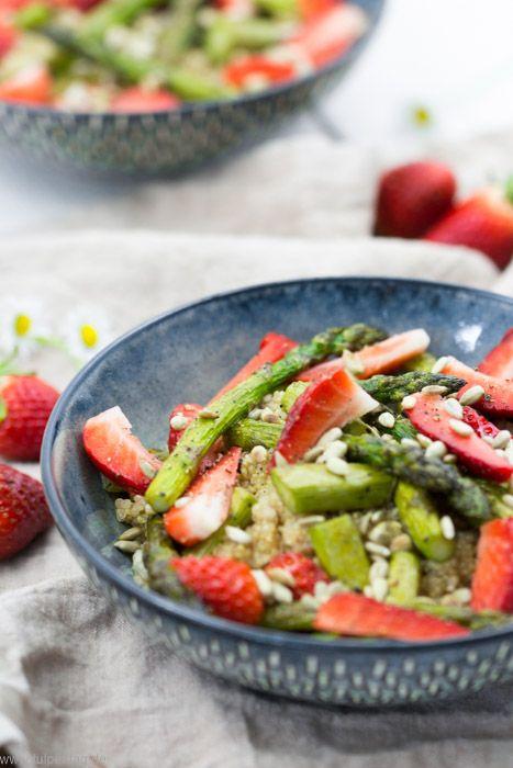 Quinoa-Salat mit Erdbeeren und Spargel