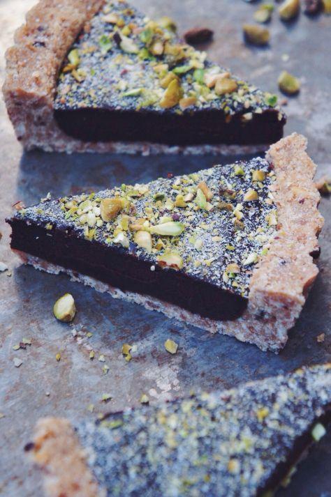 no bake salted chocolate and pistachio tart