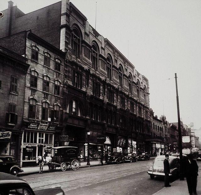 Montréal 1940. Le Boul. Saint-Laurent >Nord, depuis rue Dorchester (boul. René Lévesque). by DubyDub2009, via Flickr