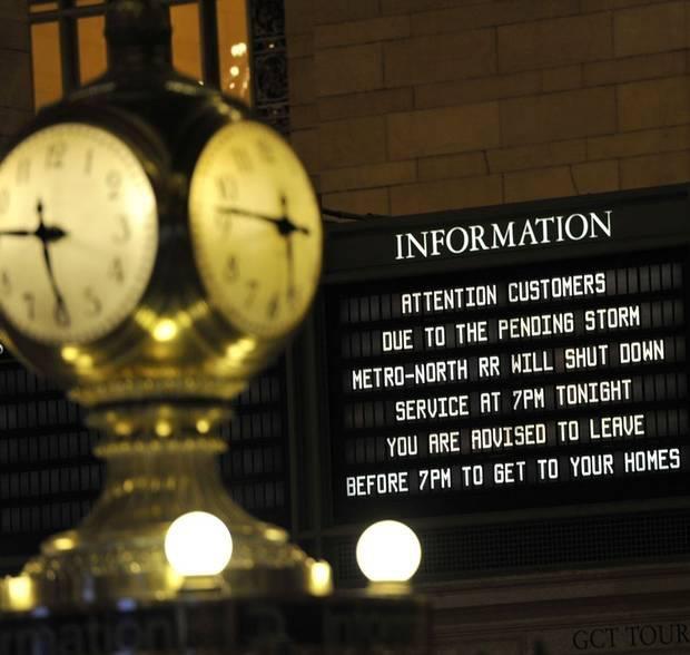 I numeri (l'ora) e le scritte (il tabellone).  (Grand Central Station ieri, 28 ottobre 2012)  Getty Images