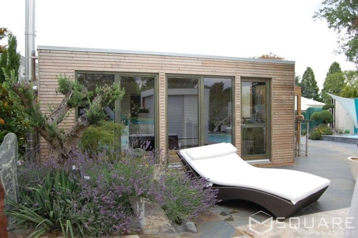 Saunahaus SQUARE XXL als großes Poolhaus mit Sauna - Fassade: Lärchenholz-Rhombusprofil : Modernes Messe Design von SQUARE Saunahaus