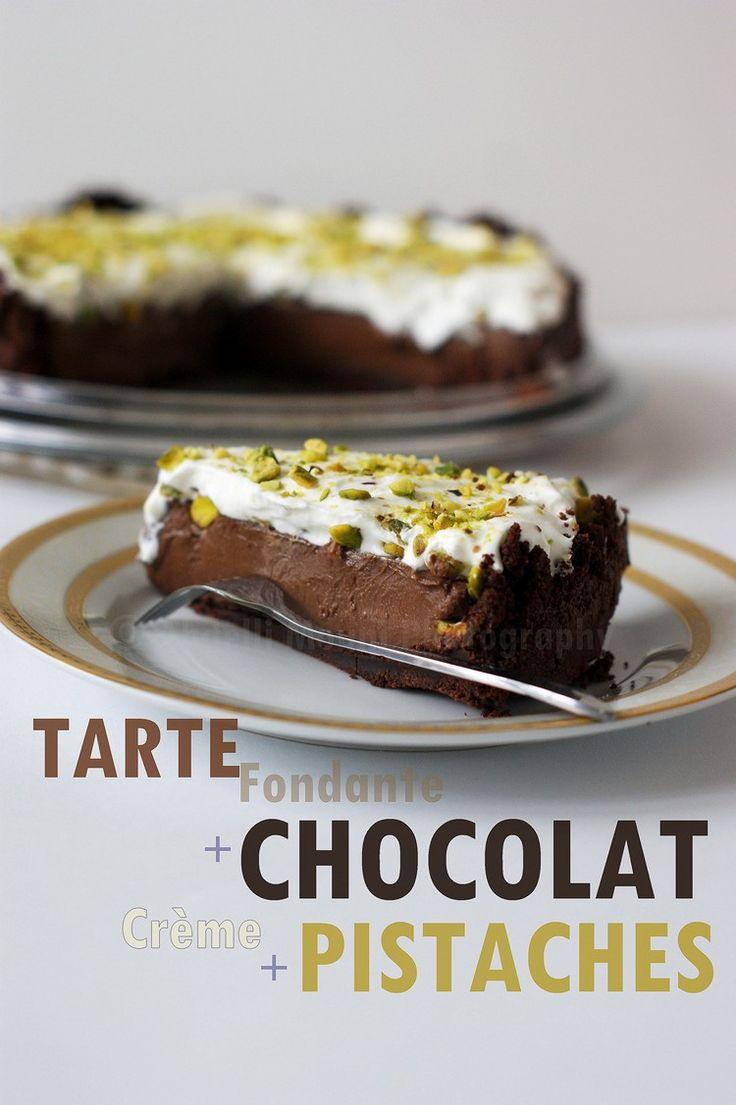 Schokoladentörtchen mit Pistazienpudding und Sahne