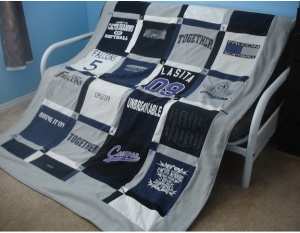 Fun t shirt quilt to do with all the boys favorite t shirts.: Tees Shirts Quilts, Idea, Tshirt Quilts, Colleges, Kids, T Shirts Quilts, Schools Shirts, Memories Quilts, Jersey Quilts