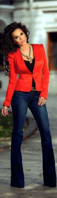 Outfit con blazer rojo