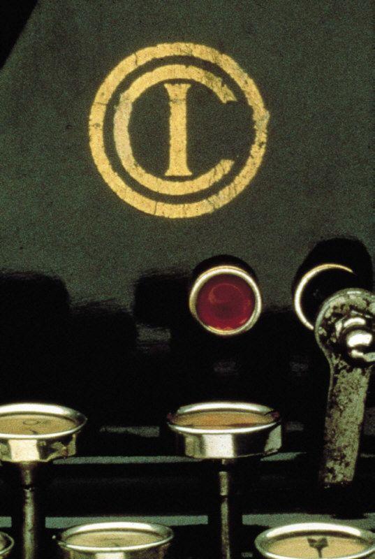 Primo marchio Olivetti disegnato da Camillo Olivetti e caratterizzato dall'acronimo ICO (Ing. Camillo Olivetti), in un dettaglio del primo modello di macchina per scrivere, la M1, prodotta dall'azienda e presentata all'Wsposizione Internazionale di Torino nel 1911.