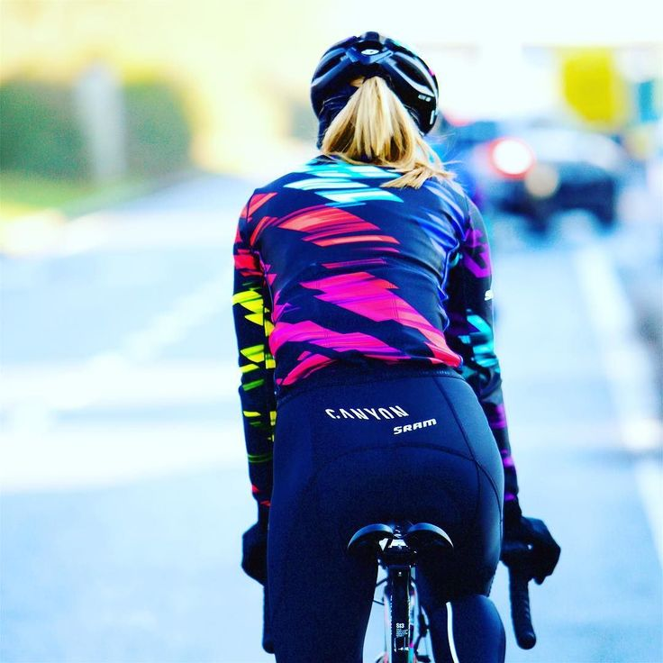 Doesn't this @rapha kit just look awesome? @wmncycling @canyon_bikes @gozwift @girocycling #gettingfit #women #inshape #cycling #cyclingphotos @sramroad #cyclingshots #colorful #design #fashion #sportfashion by leon_van_bon