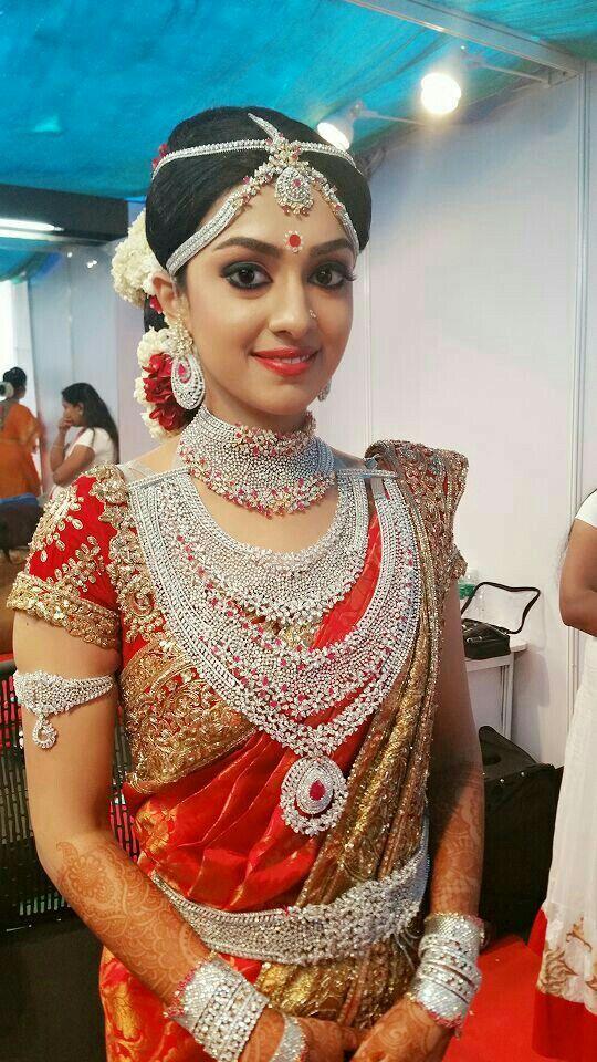 Indian bridge i love this costumes weddings saree deaign jewellery