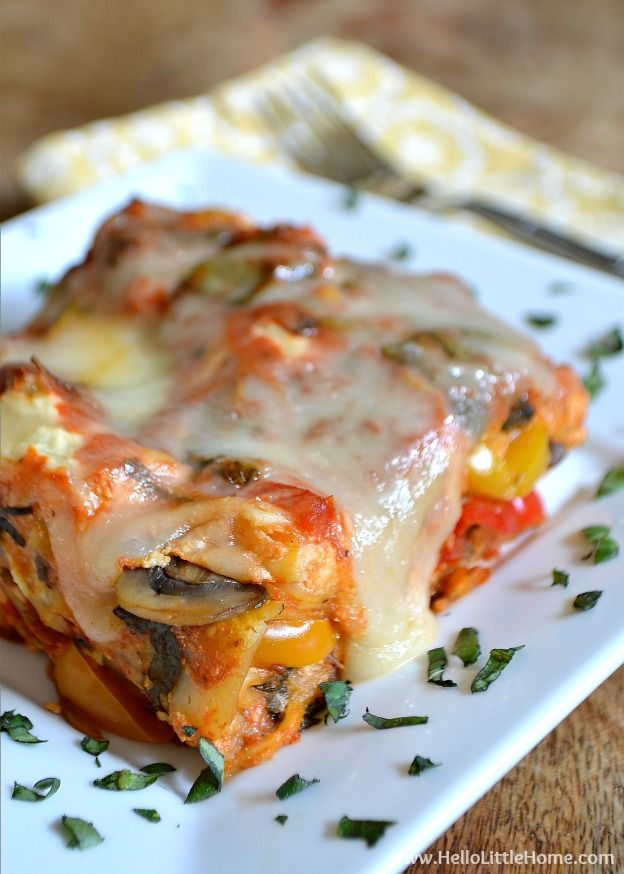 Fix it and forget it! This easy Vegetable Crockpot Lasagna is the perfect meal for a busy day! | Hello Little Home #vegetarian #slowcooker