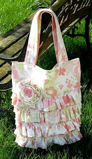 Ruffle Tote - Tutorial: Diapers Bags, Totes Tutorials, Bags Patterns, Totes Bags, Diy'S Projects, Favors Bags, Ruffles Totes, Mk Handbags, Vibrant Design