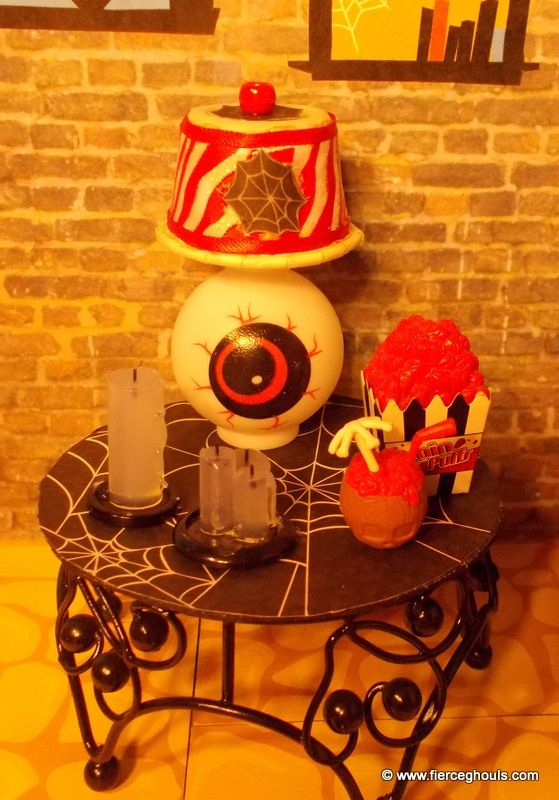 Monster High dollhouse lamp tutorial....I made the candles.  They were very easy and I had everything on hand.