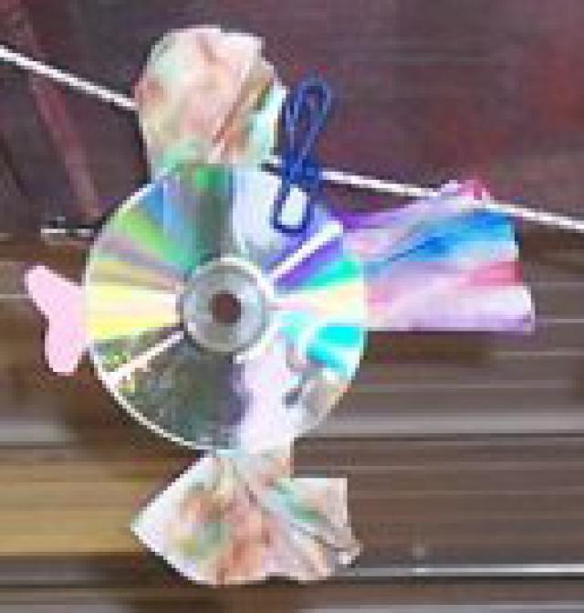 Top 25 Trash to Treasures Crafts: CD Fish Craft