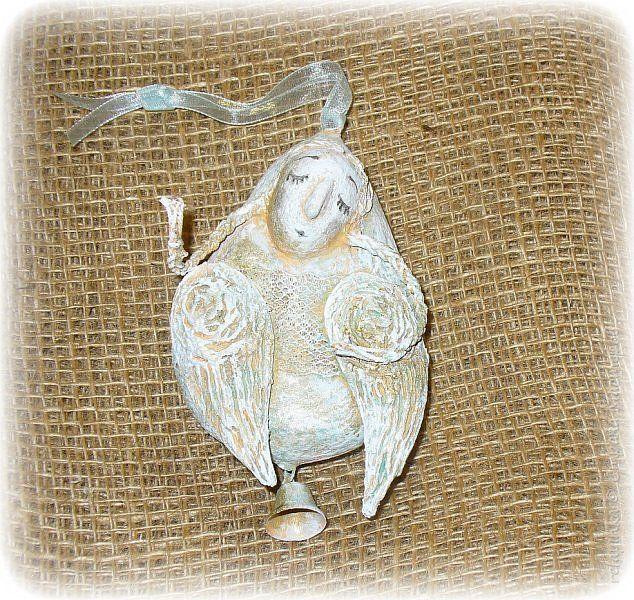 """Скоро Новый год. Возможно кому то пригодится мой мк. Всё довольно просто, справится и ребёнок))  Материалы: Заранее сделанная масса папье-маше (клей ПВА+туалетная бумага ), деревянная палочка, пенопласт или фольга, тонкая проволока, кружева, картон, колокольчик, нитки натуральные типа """"Лён"""", ленточка, краски акриловые, кисточка. фото 1"""