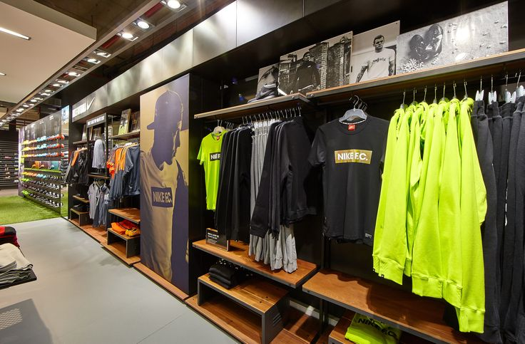 Wall system nike store antwerpen interior retail for Interieur sport lebron james