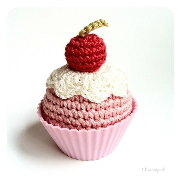 Cup cake au crochet - Isabelle Kessedjian: The serial crocheteuses n°13 pour Mango.