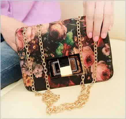 20416 Flower Tinggi : 13cm Lebar : 21cm Tebal : 8cm Cara Buka : Lock Tali Panjang : Ada Bahan : PU 400 gram 108.000 #fashion #bag #tas