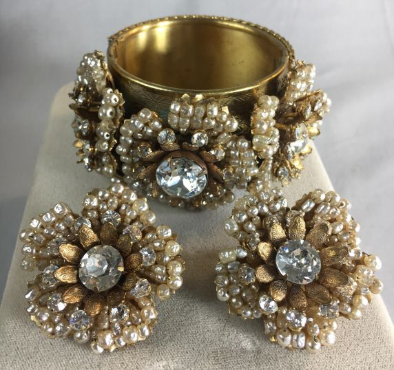 Antiques Epic Auctions Estate Sales In 2020 Vintage Jewelry Vintage Outfits Jewelry