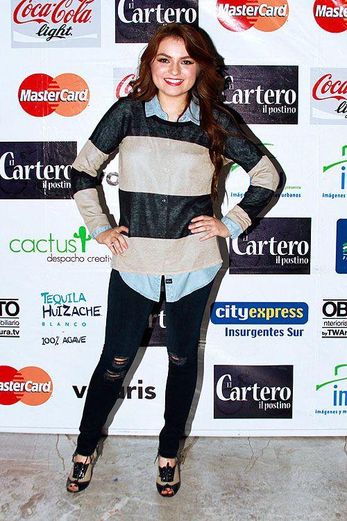 SOFÍA CASTRO  Muy sonriente estuvo la actriz en la celebración de un año de funciones de su obra de teatro El Cartero, que se presenta en el...
