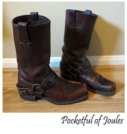 Do you love Frye boots? Well, I have THREE magical tips to help you get an awesome deal on your own pair of Fryes! #frye