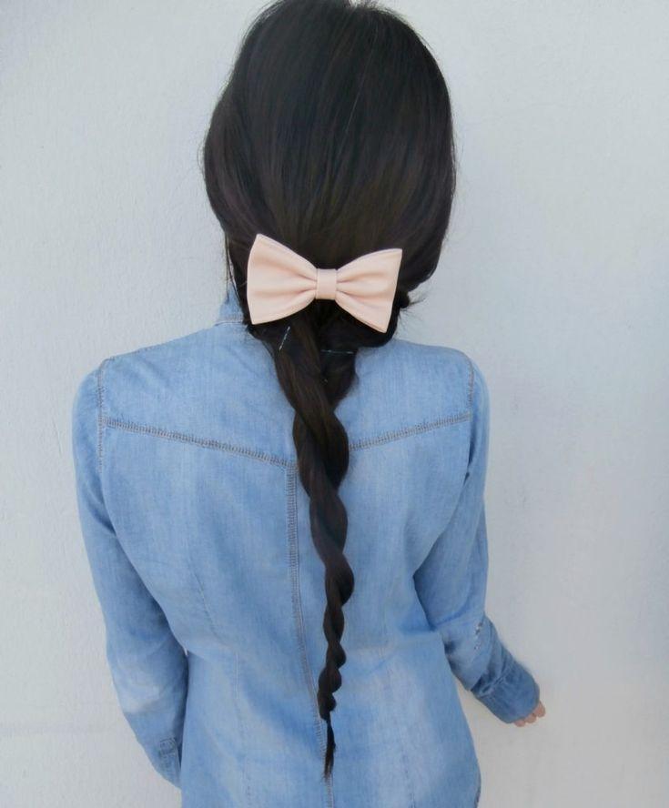 Twist hairstyle with bow. Spring-summer 2016