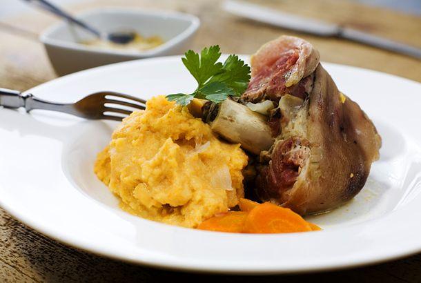 Kokt rimmat fläsklägg med rotmos | Köket.se