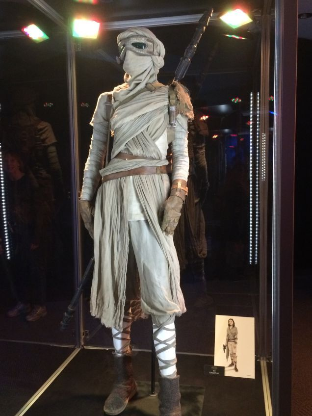 """Daisy Ridley's """"Rey"""" costume. Salvaged stormtrooper lenses maybe? Star Wars Episode 7: """"The Force Awakens"""""""