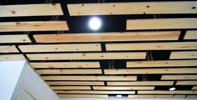 Vista del techo de madera muebles confeccionados con - Techos falsos de madera ...