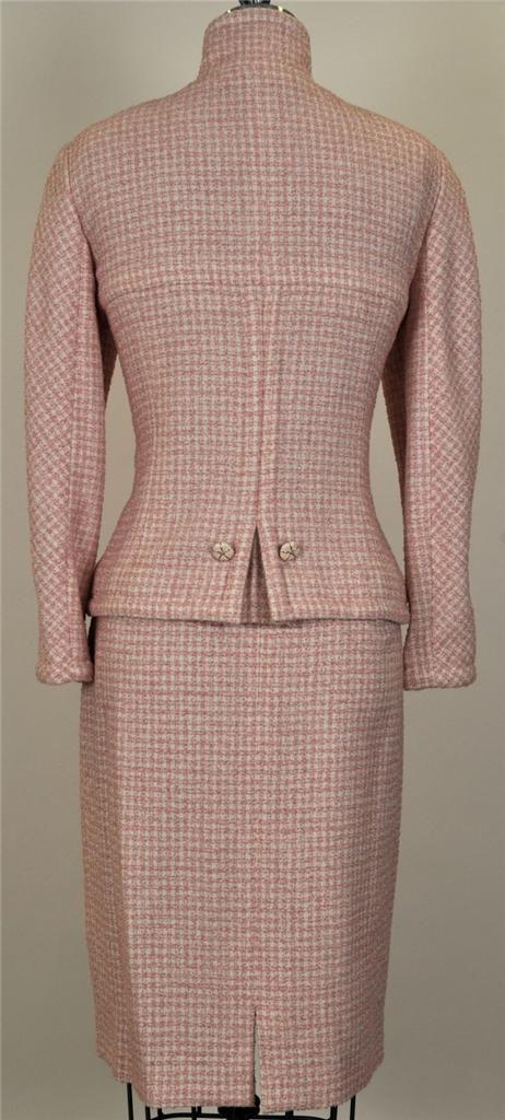 Chanel. Wool/silk/alpaca tweed. Immaculate  back shaping, achieved by hand-steaming and sewing tiny darts in the silk lining.