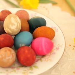 Ostereier natürlich färben mit Kurkuma / Rotkohl / Roter Bete / Zwiebelschalen / Cranberrysaft / Heidelbeeren / Spinat / Kaffee