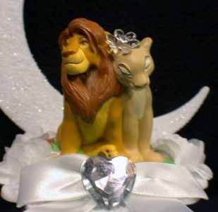 Okay, I would probably never put this on my cake... But The Lion King wedding cake topper is so freaking cute!