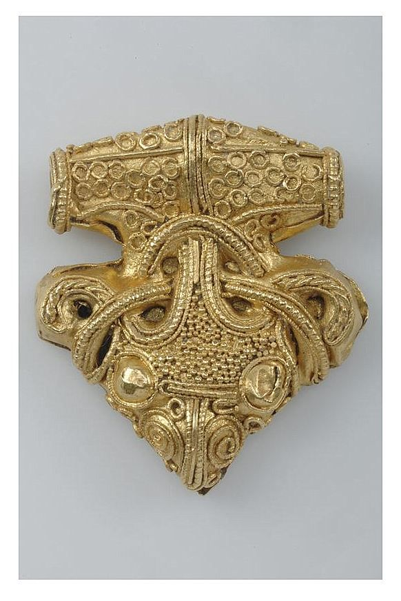 Pendant. Gold, filigree ornamentation. Sigtuna, Uppland, Sweden. Viking. | The Swedish History Museum, Stockholm