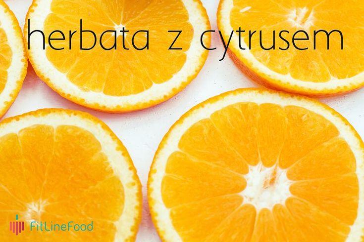 Zimno? Wspomóż się ciepłą herbatą.  Najlepiej z cytrusem. Warto zadbać w tym okresie o dodatkową dawkę witaminy C. Wiedzieliście, że w pomarańczy jest tyle samo witaminy C co w cytrynie? 🤔😋