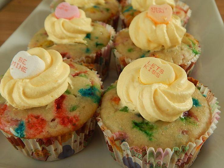 Funfetti cupcakes with vanilla pudding icing