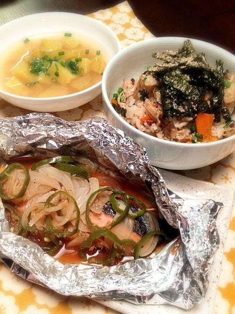 maoiさん( ´ ▽ ` )ノ  早速作りました✨ 生鮭でしてみました。素敵なレシピをありがとうございました‼ - 11件のもぐもぐ - 鮭のゆず味噌ホイル焼き★ゴボウの炊き込みご飯★さつま芋と新生姜の味噌汁 by 志織