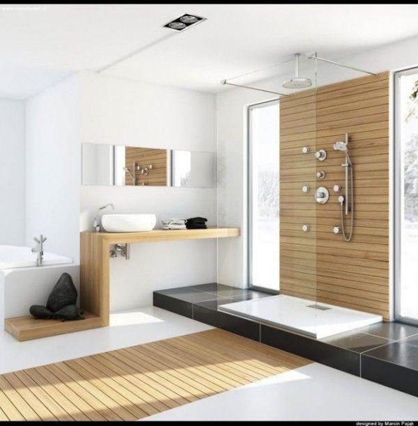 Grande salle de bains moderne mélange de bois et de blanc