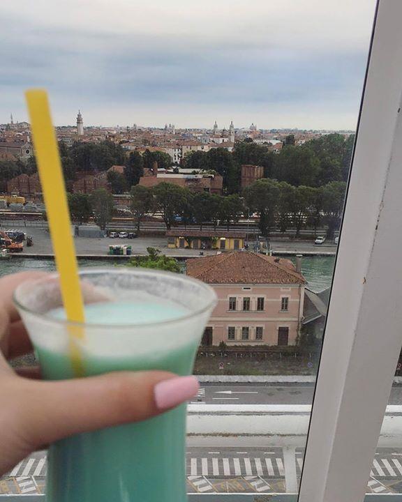 Auf #Venedig  Adria ab Venedig mit #AIDAbella @aida_cruises im Juli 2016 mit @schusseltine #venice #ichkannnichtmehr #summer #sommer #essollniezuendegehen #urlaub #holiday #reise #reiseblog #cruise #tb #throwback #kreuzfahrt #kreuzfahrtschiff #cruiseship #zeitendiemannievergisst #great #fun #spaß #love #cocktails #Aussicht #swimmingpool #sailaway http://ift.tt/2nuLjFo