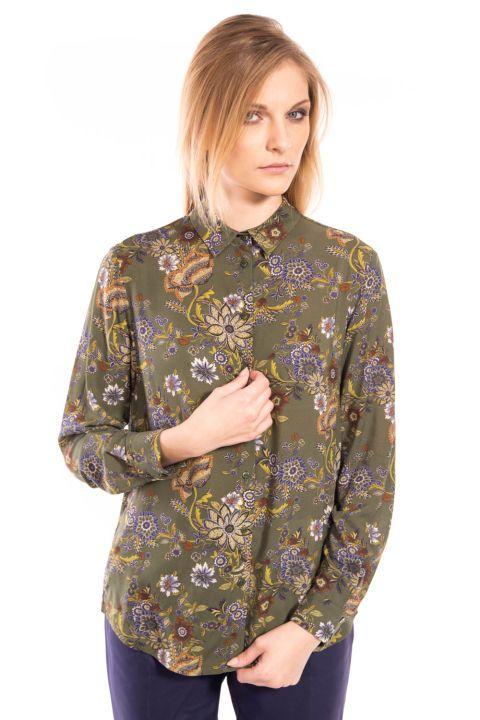 Ciemnozielona koszula we wzory