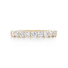 My future wedding band. I just love gold - Shared-setting band ring with diamonds in 18k gold, 3mm wide.