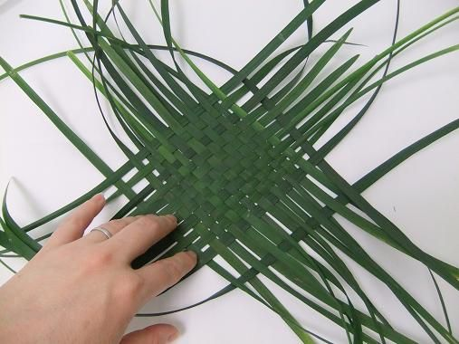 Helpful tips for weaving leaves (especially Flax)