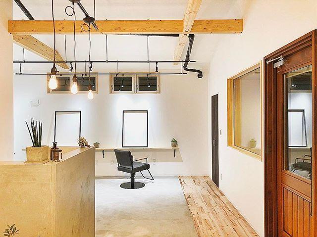 2017/12/05 18:43:26 tomio_official . 成田の美容室『TSUMUGI』✂︎ コンクリートの色、ナチュラルな木の色、照明の色。この3色だけで程良くいい感じ。. . 公式のInstagramもございますので宜しくお願い致します↓ @tsumugi.hair . .  #トミオ #tomio #トミオマルシェ #千葉県 #千葉市 #注文住宅 #注文建築 #新築 #インテリア #リノベーション #リフォーム #雑貨 #インダストリアル #北欧 #家 #ブルックリン #アメリカンハウス #サーファーズハウス #カリフォルニアスタイル #ヴィンテージ #平屋 #ナチュラル #かわいい家 #フレンチカントリー #リビング #ダイニング #カフェ風 #タイル #キッチン #洗面 17
