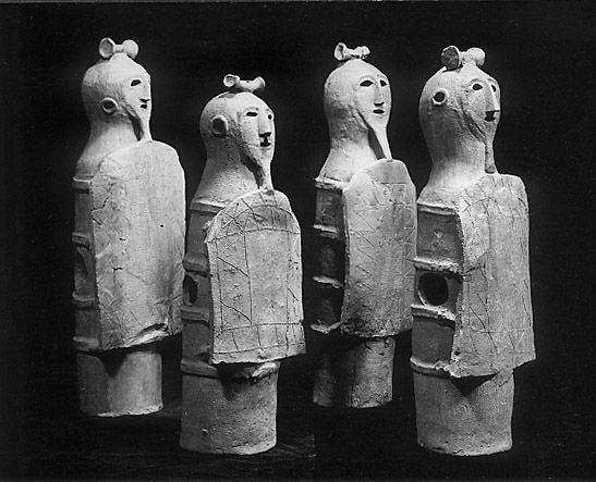 the haniwa of ancient japan Kofuns are tombs of the members of ruling class in ancient japan they were built in the form of earthen mounds from the 3rd century to the 7th century this period is called the kofun, or tumulus, period.