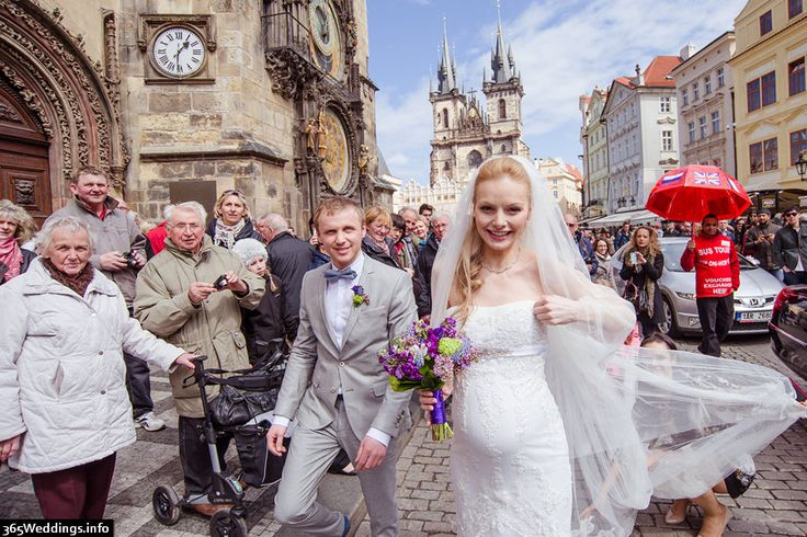Wedding in Old Town City Hall of Prague. Lovely spring photos taken by professional photographer Artur Jakutsevich. http://arturjakutsevich.com