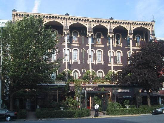 Adelphi Hotel Saratoga Springs New York Miles From Tribes Hill Ny Haunted By A Lady In Victorian Era Clothing Wearing Blue Dress Numerous Guests Of The