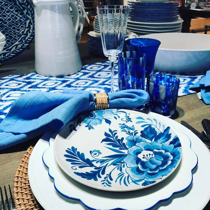 """40 aprecieri, 1 comentarii - Williams Sonoma At The Forum (@wsnorcross) pe Instagram: """"Lush and lovely - you must see this gorgeous tableware lifestyle expert Aerin Lauder has created…"""""""