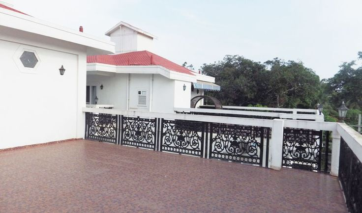 White Castle 2 in Goa