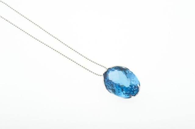 Make summer colourful with this gorgeous Topaz pendant.