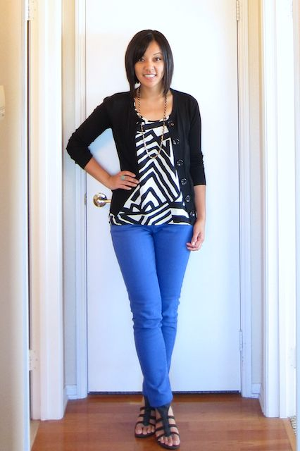 black cardigan / black and gold necklace / black and white geometric top / blue skinny jeans / black strappy wedges / teal ring