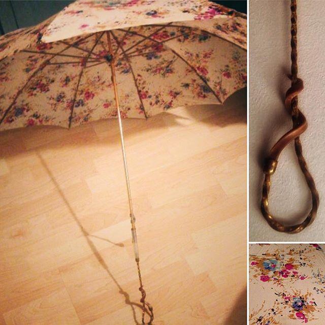 ¿Boda lluviosa? Nosotros tenemos el complemento perfecto, este maravilloso paraguas que podreis ALQUILAR en Nice papaia#detallesconencanto #detallesexclusivos #diasdelluvia #abrilaguasmil#nicepapaia #nicepapaiadesing #madeinparis