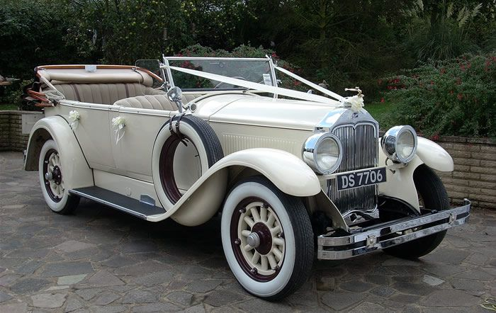 Vintage Classic Wedding Car as your transportation to and from the ceremony